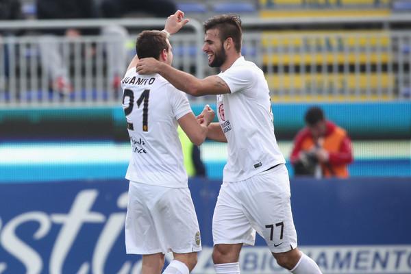 Juanito Gomez mette a segno il gol del raddoppio sul Cagliari