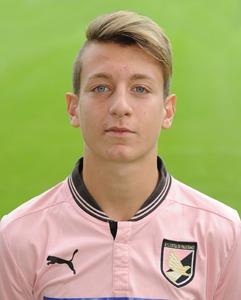 L'attaccante del Palermo La Gumina, autore di quattro reti nella gara contro l'Avellino