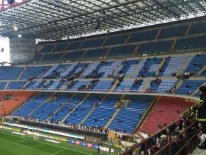 La contestazione dei tifosi della Curva del Milan.