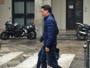 Bee Taechaubol esce dal ristorante (Foto esclusiva Milannews.it)