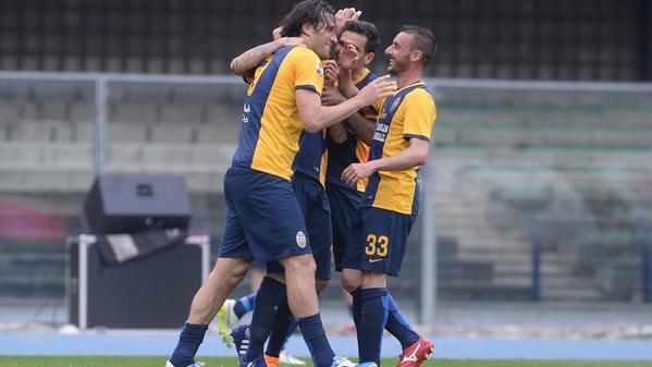 Toni, doppietta nel 3-2 al Sassuolo