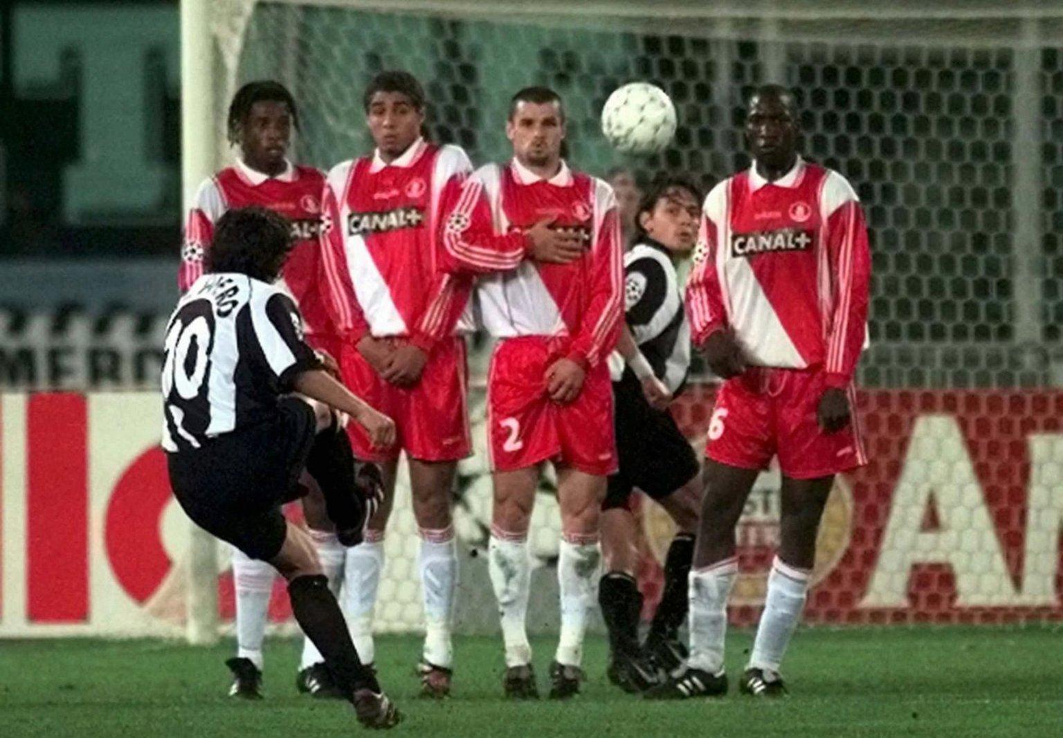 La splendida punizione di Del Piero contro il Monaco nel 1998