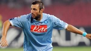 Andrea Dossena con la maglia del Napoli.