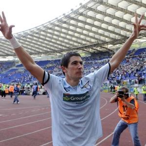 Kolarov lascerà il Manchester City e chissà che Lotito e Tare non provino a riportarlo alla Lazio.