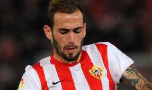 Aleix Vidal con la maglia dell'Almeira, squadra in cui è esploso.
