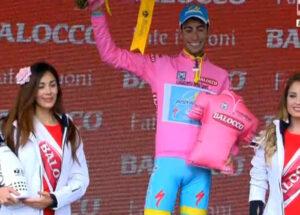 Fabio Aru proverà a difendere la maglia rosa nella gara a cronometro della quattordicesima tappa
