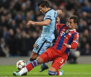 Benatia nella sfida di Champions League contro il Manchester City