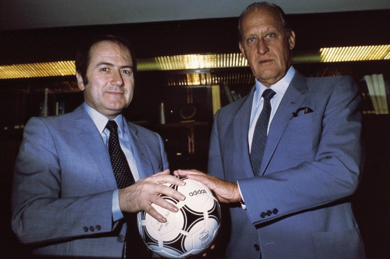 Havelange e Blatter, passato, presente e futuro della Fifa. Da notare l'espressione di Blatter