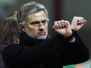 Le manette di Mourinho durante Inter-Sampdoria