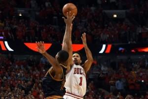 Il Buzzer Beater di Rose in faccia a Thompson.. Il primo di un giocatore Bulls ai Playoff dopo quello di MJ nel 1997