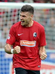 Caligiuri con la maglia del Friburgo, club con il quale è cresciuto ed ha debuttato in Bundesliga.