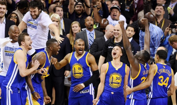 L'esplosione di gioia dei ragazzi di Coach Kerr dopo il suono della sirena finale