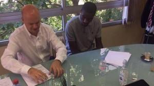 Kondogbia mentre si appresta a firmare il contratto che lo legherà ai nerazzurri per i prossimi 5 anni