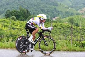Rigoberto Uran impegnato nella cronometro Treviso-Valdobbiadene