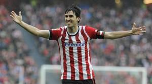 Il calciatore spagnolo Iraola è uno dei capitani che abbandonano le loro squadre storiche