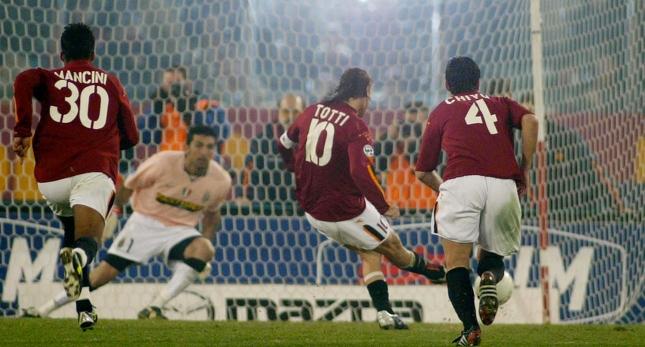 Totti a segno nel mitico Roma-Juventus 4-0