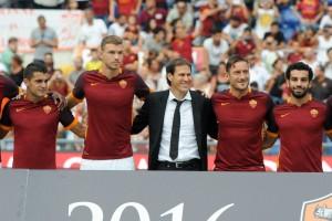 Il temibile tridente della Roma durante la presentazione della squadra