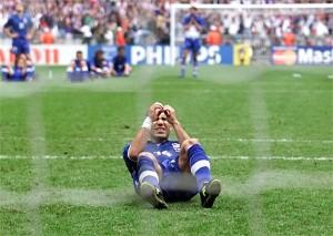 La disperazione di Di Biagio dopo il rigore sbagliato a Francia '98