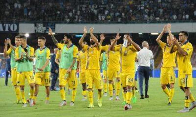 La Samp festeggia dopo il pareggio 2-2 a Napoli