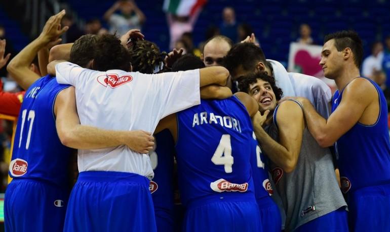 L'Italia batte Israele e vola ai quarti di finale.