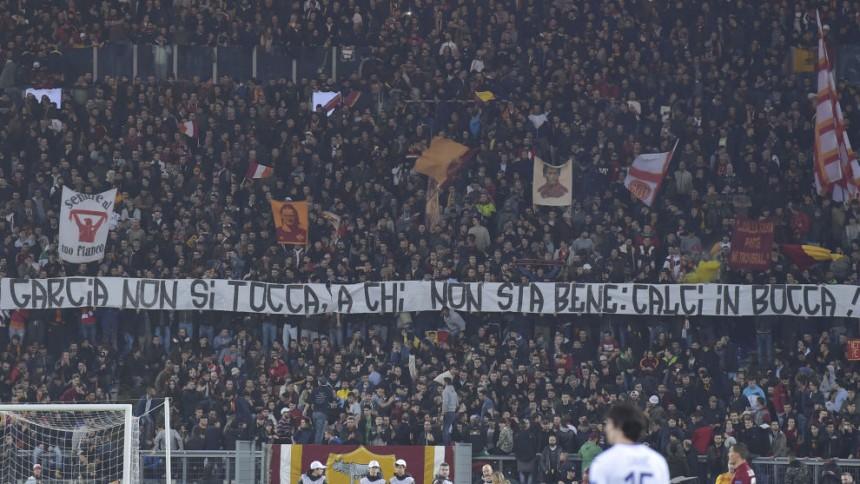 Uno striscione esposto in Curva Sud lo scorso anno, in difesa di Rudi Garcia