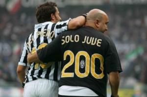 Del Piero nei festeggiamenti dopo il 200° gol messo a segno contro il Frosinone