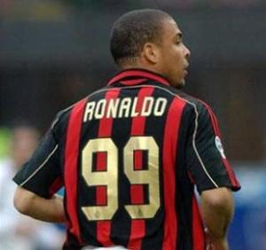 Il brasiliano Ronaldo con la maglia del Milan ha preso il 99