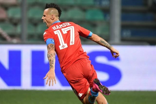 Il capitano del Napoli esulta dopo il goal al Sassuolo