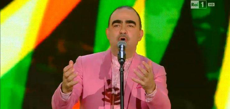 Elio sul palco di Sanremo