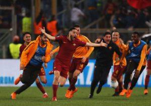 La gioia incontenibile di Manolas dopo aver siglato la rete del 3-0