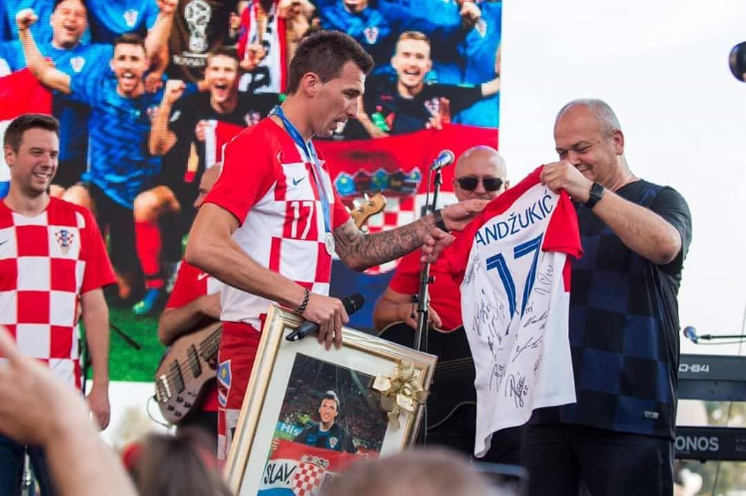 Mario Mandzukic accolto dal sindaco di Slavonski Brod