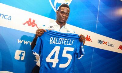 Balotelli con la maglia del Brescia