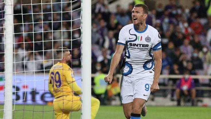 Edin Džeko esulta dopo il gol del 2-1 realizzato contro la Fiorentina - Photo by larepubblica